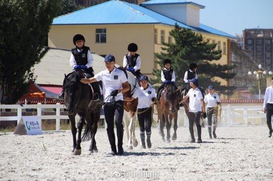 内蒙古上学要骑马?