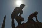 印度砖厂雇佣抵债奴工 劳工:待遇比奴隶还不如