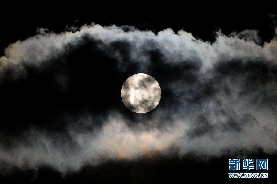美国宇航员将重返月球 为前往火星打基础