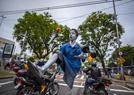 巴西男童的街头杂技