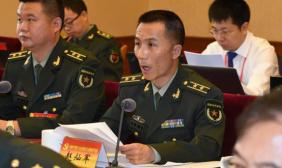 解放军代表团各小组认真讨论大会报告