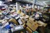 中国购物狂欢快递员工作量增倍 日均送700个包裹