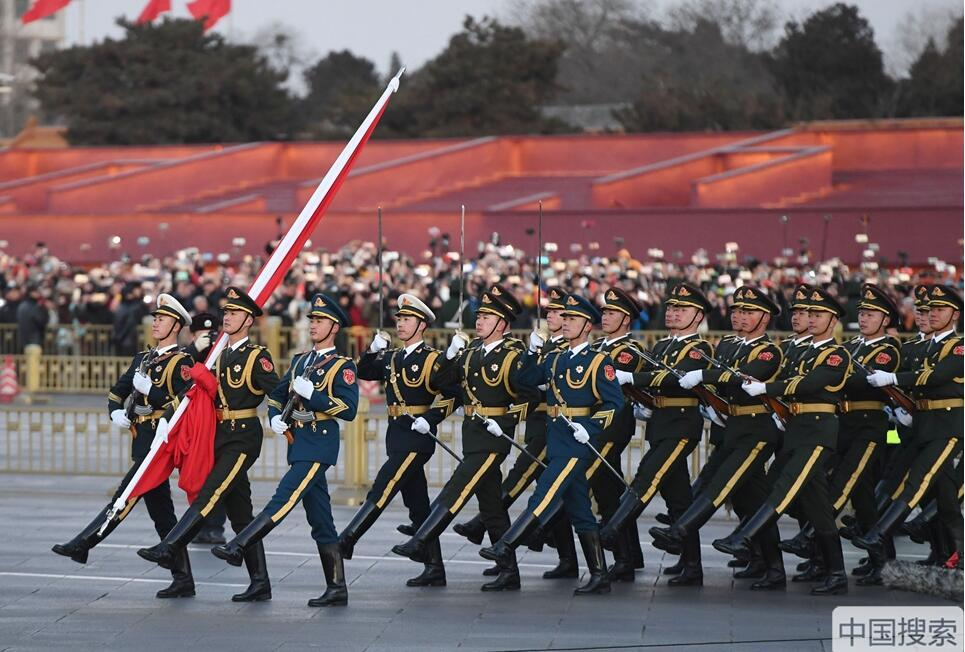 0029.com金沙:解放军首次执行天安门广场升国旗仪式:新时代 新仪式 新气象