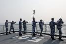 中国战舰火炮猛烈开火