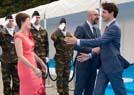 特鲁多故意抱首相女友