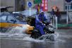 台风雨来袭 北京连发三重预警