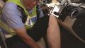 """""""铁腿""""累成?#23433;?#33151;"""" 扬州交警""""警车脱袜""""刷屏"""