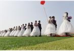 日本公司安排小学生观看模拟婚礼 催婚从娃娃抓起?