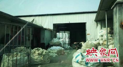 园区内其中的一个仓库,棉花堆积如山