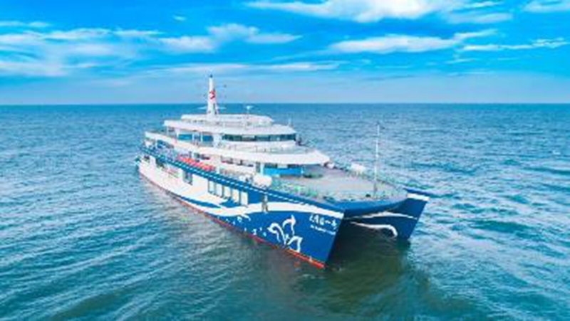 搭载宁德时代动力电池 国内首款混动游船正式投入运营