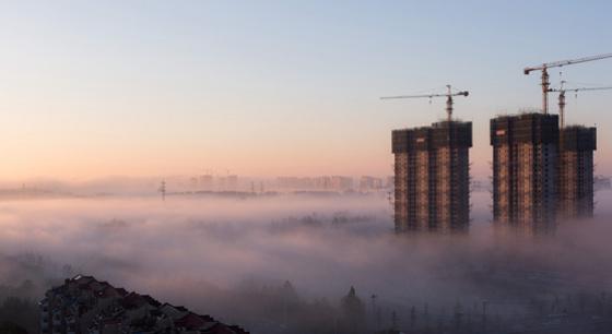 北京現平流霧 建築工地堪比海市蜃樓