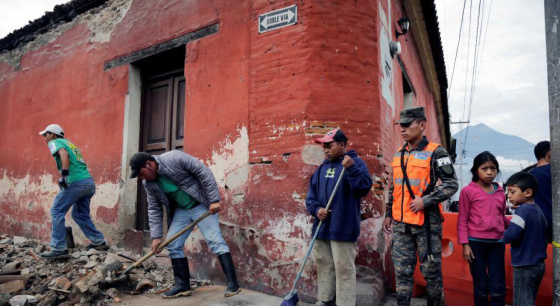 危地马拉南部海域发生6.8级地震 民房受损
