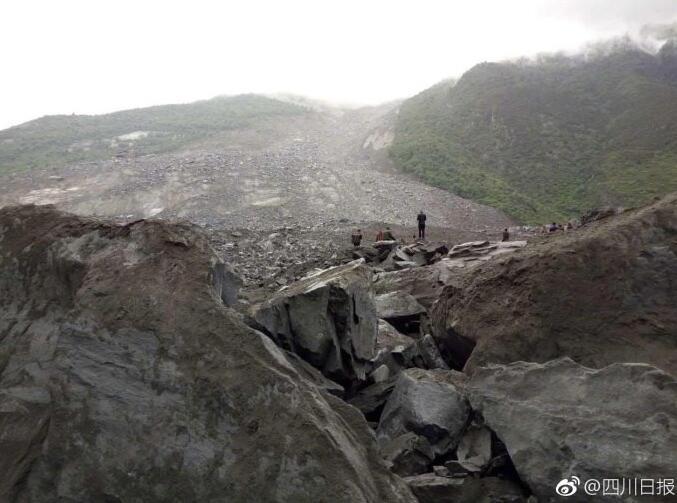 突发!四川茂县一村庄暴雨致山体垮塌 100余人被掩埋