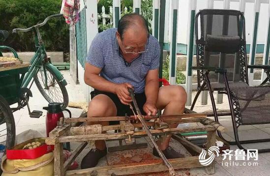 韩峰/核心提示:这位老人就是东营市广饶县大王镇66岁老人韩峰,但是...
