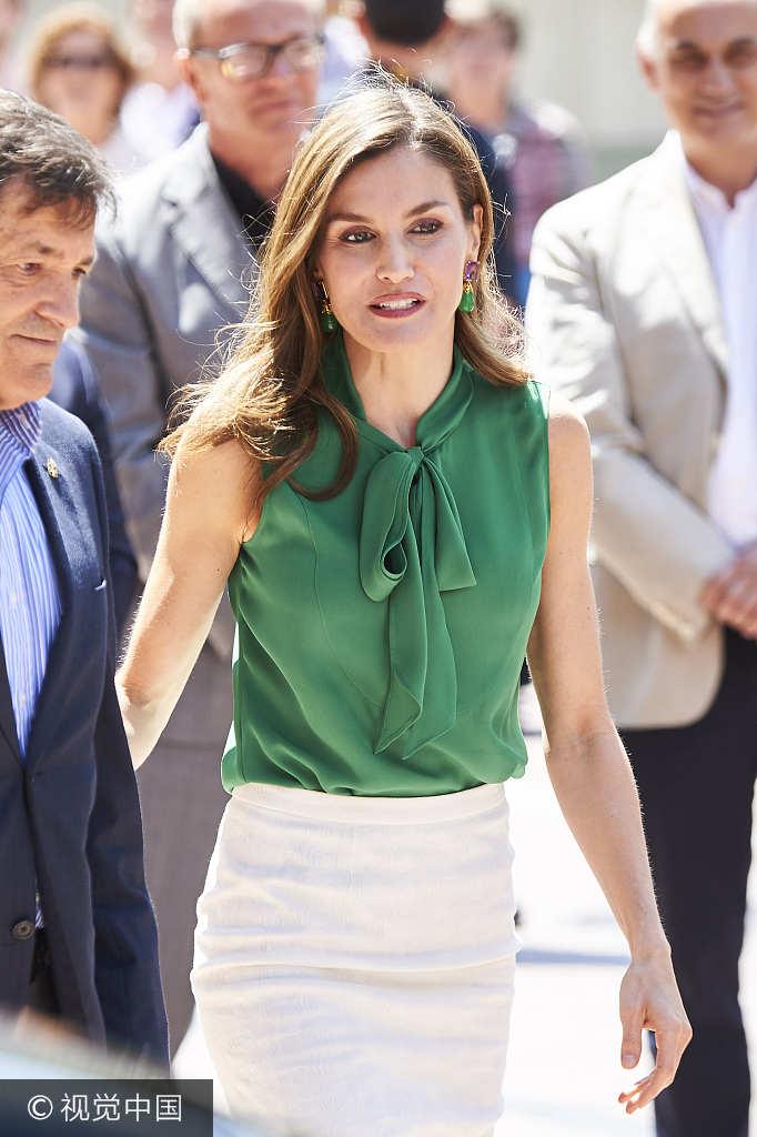 王妃优雅演绎包臀裙