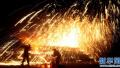 有百年历史的甩铁花表演 傅家村每年元宵节都是重头戏