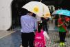 感动!天长小学校长的一张照片在杭州家长群里热转