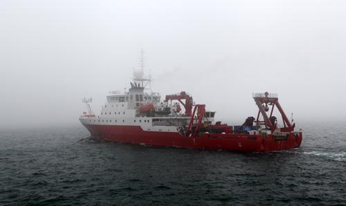 """4月8日,""""科学号""""驶出青岛港,开始首次科考任务"""