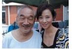 香港女星翁虹晒剧照悼念老艺术家严顺开 合影引人泪崩