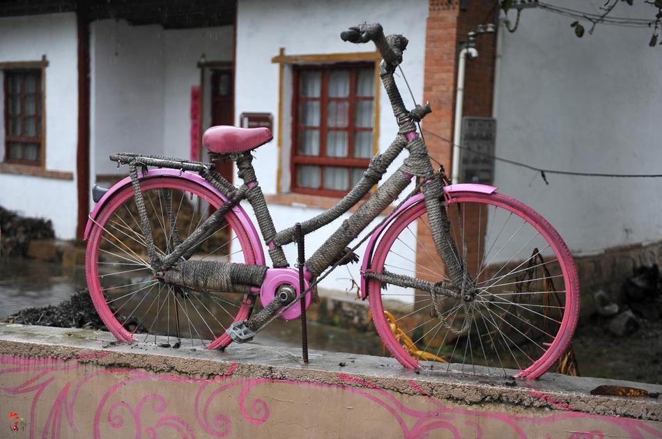 旧自行车变废为景