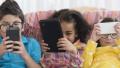 孩子玩手机家长是反面教材 手机成瘾怎么办