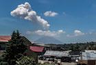 锡纳朋火山持续喷发
