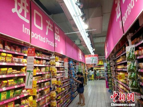 市民在超市购物。<a target='_blank' href='http://www.chinanews.com/' >中新网记者 李金磊 摄