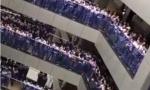 上千学生唱单身情歌