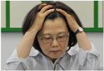 蔡英文施政不满意度超6成 民众最盼其表姐被革职