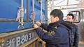 跟着海关关员检查中欧班列集装箱货柜:两小时施封142个标箱