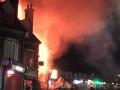 英国莱斯特郡一商店发生爆炸 现场火光冲天