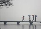 """杭州刚入春就遭""""倒春寒"""" 冬装别急着收 下周还有冷空气"""
