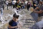 乌克兰举行泼水节