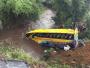 肯尼亚一客车翻车坠河造成至少17人死亡 40多人受伤