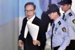 韩前总统李明博被捕62天后首现身穿西装受审 当天系卢武铉忌日