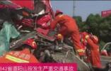 两货车相撞,1人当场死亡