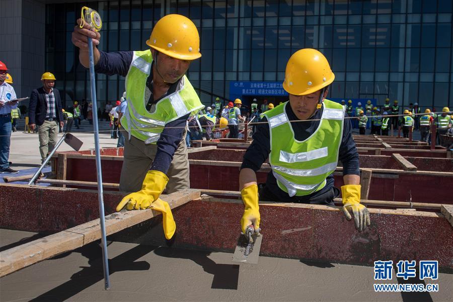 (社会)(1)云南:职业技能比拼展风采