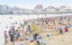盛夏消暑休闲好去处 白河人工沙滩人如潮涌