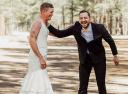 新娘让哥哥穿婚纱见新郎