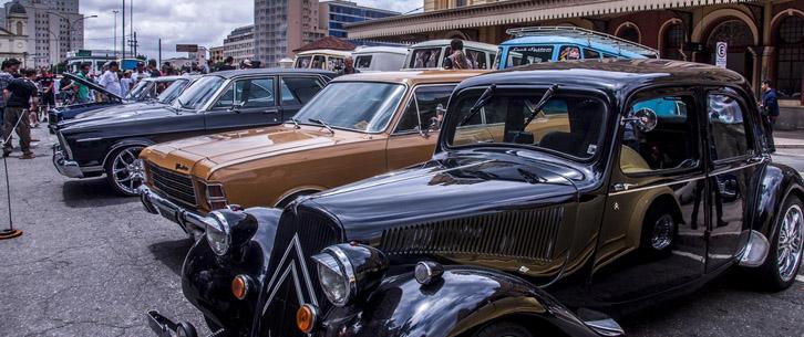 爱车人士大饱眼福!超百辆古董汽车在巴西圣保罗集会展出