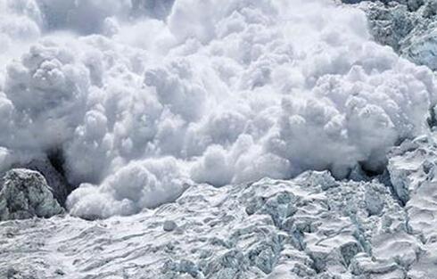 道拉吉利峰雪崩 9名登山者身亡