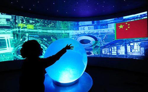 换个姿势过新年 中国科技馆里科技年味足