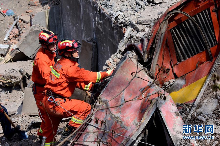 (新华网)(2) 中铝物流火车倾覆致6人死亡