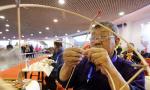 山东潍坊举行传统风筝创意扎制大赛