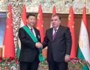 """习近平出席仪式 接受塔吉克斯坦总统拉赫蒙授予""""王冠勋章"""""""