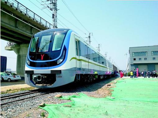 """大連造""""最能裝""""列車來了 設8節車廂載客量增33%"""