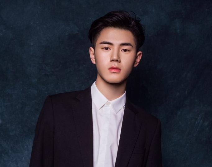郑州高三男生酷似刘昊然 身高187已通过北影艺考