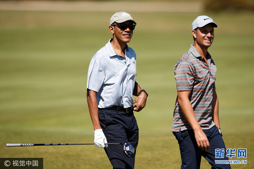 无官一身轻:奥巴马打高尔夫球