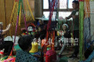 滨州80后小伙组织老太太手工编织团 一年卖400多万