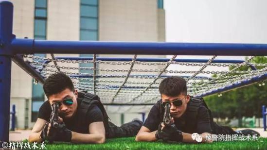 河南警察学院毕业照上演制服杀 又帅又酷速来围观